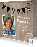 Uitnodiging kinderfeestje hout slinger