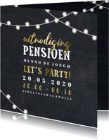 Uitnodiging krijtbord goud pensioen met lampjes