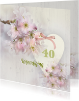 Uitnodiging lentebloesem op hout