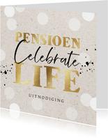 Uitnodiging pensioensfeest 'Celebrate life' goud en confetti