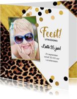 Uitnodiging trendy kaart met panterprint en confetti