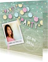Uitnodiging tuinfeest slingers confetti foto