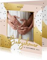 Uitnodiging voor je babyshower goud roze en zwarte stipjes