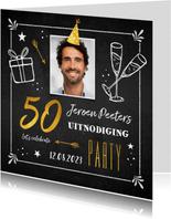 Uitnodigingskaart man verjaardag 50 jaar krijtbord goud