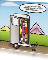 Vakantiekaart met grappige stacaravan cartoon