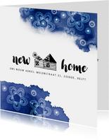 Verhuiskaart met een huisje en blauwe kleurvlekken