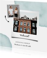 Verhuiskaart met waterverf, foto's en pijlen