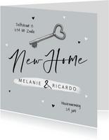 Verhuiskaart new home foto sleutel hartjes samenwonen