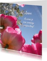 Verjaardag zonnige roze tulpen