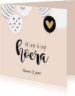 Verjaardagkaart meisje ballonnen en gouden hartje