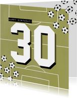 Verjaardagskaart 30 jaar man groen voetbalveld en ballen