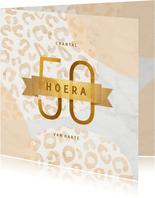 Verjaardagskaart 50 jaar goud met marmer en panter abstract