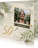 Verjaardagskaart '50' met foto, takjes en hartjes