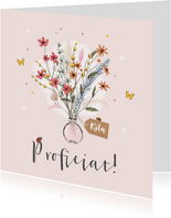 Verjaardagskaart bloemen vaas lieveheersbeestje vlinders