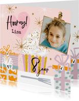 Verjaardagskaart cupcake, cadeaus sterren goudlook foto