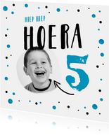 verjaardagskaart jongen blauw confetti taart hip