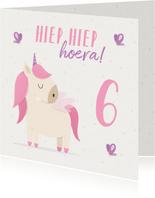 Verjaardagskaart meisje met unicorn en vlinders