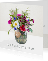 Verjaardagskaart met bloemen - boeket in vaas met label