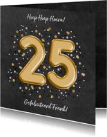 Verjaardagskaart met folieballon '25', confetti en leerlook