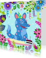 Verjaardagskaart met vrolijke hond, slingers en taart