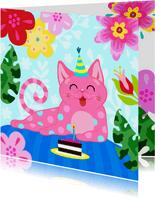 Verjaardagskaart met vrolijke kat, bloemen en taart
