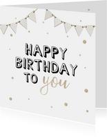 Verjaardagskaart met witte vlaggetjes en beige confetti