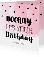 Verjaardagskaart roze waterverf zwarte driehoekjes