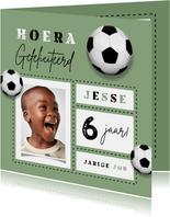 Verjaardagskaart voetbal kind gefeliciteerd foto