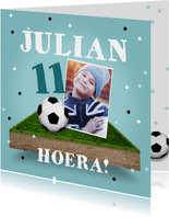 Verjaardagskaart voetbal stoer jongen confetti bal