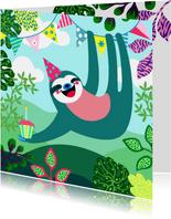 Verjaardagskaart vrolijke luiaard, slingers en planten