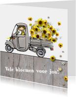 Vespa Ape met gele bloemen