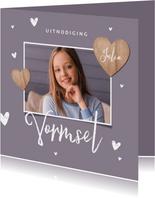 Vormsel uitnodigingskaart meisje houten hartjes foto