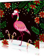 Vrolijke en kleurrijke kerstkaart met flamingo in de sneeuw