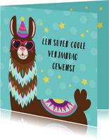 Vrolijke en kleurrijke verjaardagskaart met alpaca met bril