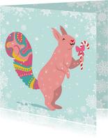 Vrolijke kerstkaart met eekhoorns en sneeuwvlokken