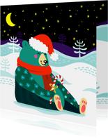 Vrolijke kerstkaart met kleurrijke beer in de sneeuw
