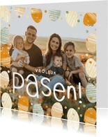 Vrolijke paaskaart met paaseitjes en grote foto
