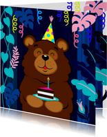 Vrolijke verjaardagskaart met beer met taart