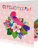 Vrolijke verjaardagskaart met bloemen en vogel