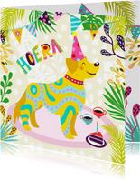 Vrolijke verjaardagskaart met hond, slingers en bloemen