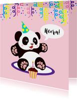 Vrolijke verjaardagskaart met panda, cupcake en slingers