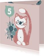 Vrolijke verjaardagskaart met schattige knuffelkat