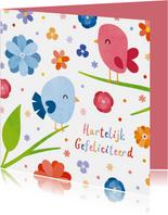 Vrolijke verjaardagskaart met vogels en bloemen