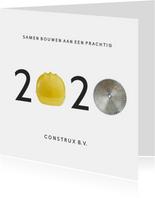 Zakelijke kerstkaart bouw met jaartal 2020 met bouwhelm