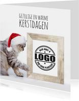 Zakelijke kerstkaart kat met kerstmuts en fotolijst logo