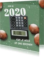 Zakelijke nieuwjaarskaart met oliebollen en rekenmachine