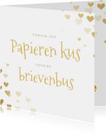 Zomaar hartjes kaart papieren kus door de brievenbus