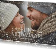Feestelijke nieuwjaarskaart liggend met foto en confetti