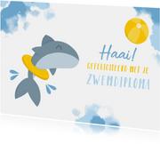 Geslaagd afzwemmen haai met band en bal