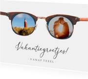 Grappige vakantiekaart met vakantiefoto's in een zonnebril